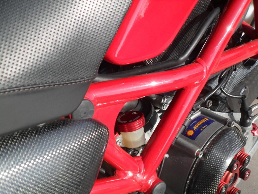 4racing couvercle r servoir liquide de frein ou embrayage boutique en ligne bike design. Black Bedroom Furniture Sets. Home Design Ideas